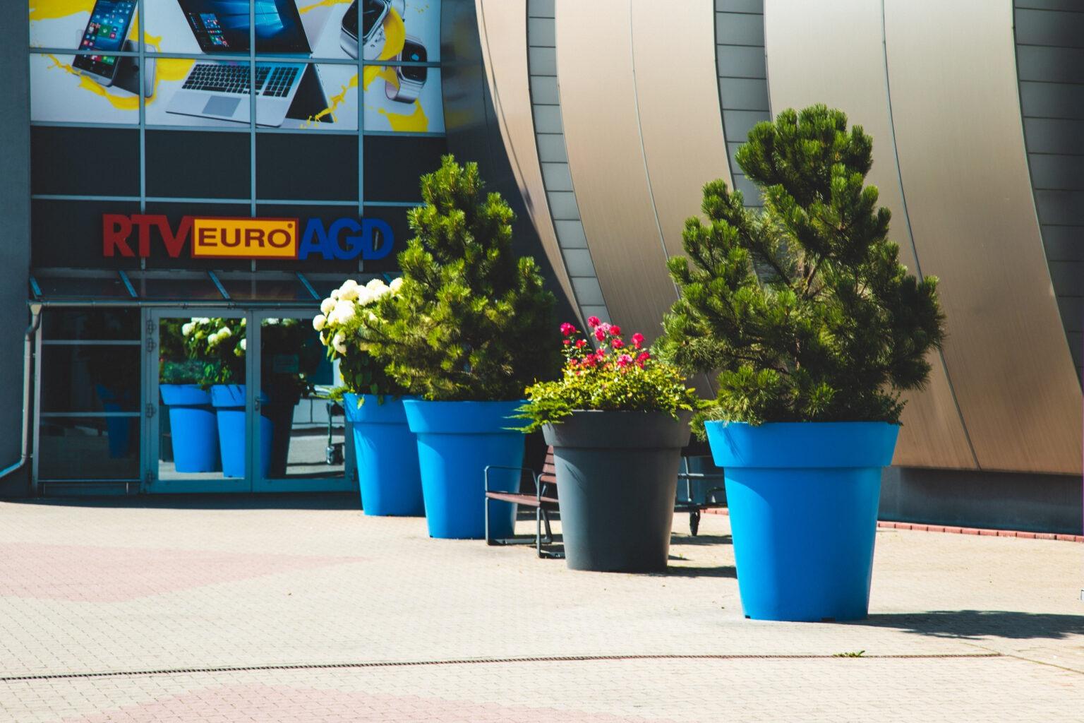 Ein (un)gewöhnlicher Parkplatz. Stadtblumentöpfe verändern den Raum!